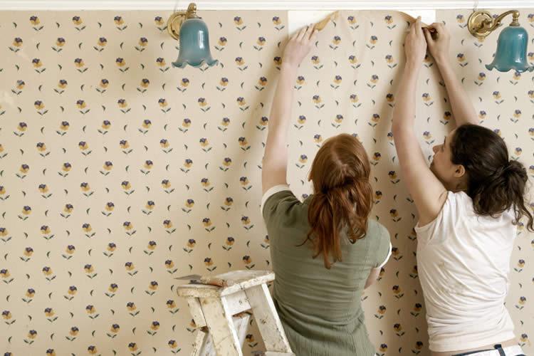 Lem kayu dan lem hpl Crona - Ini Dia Langkah Sederhana Pasang Wallpaper Sendiri