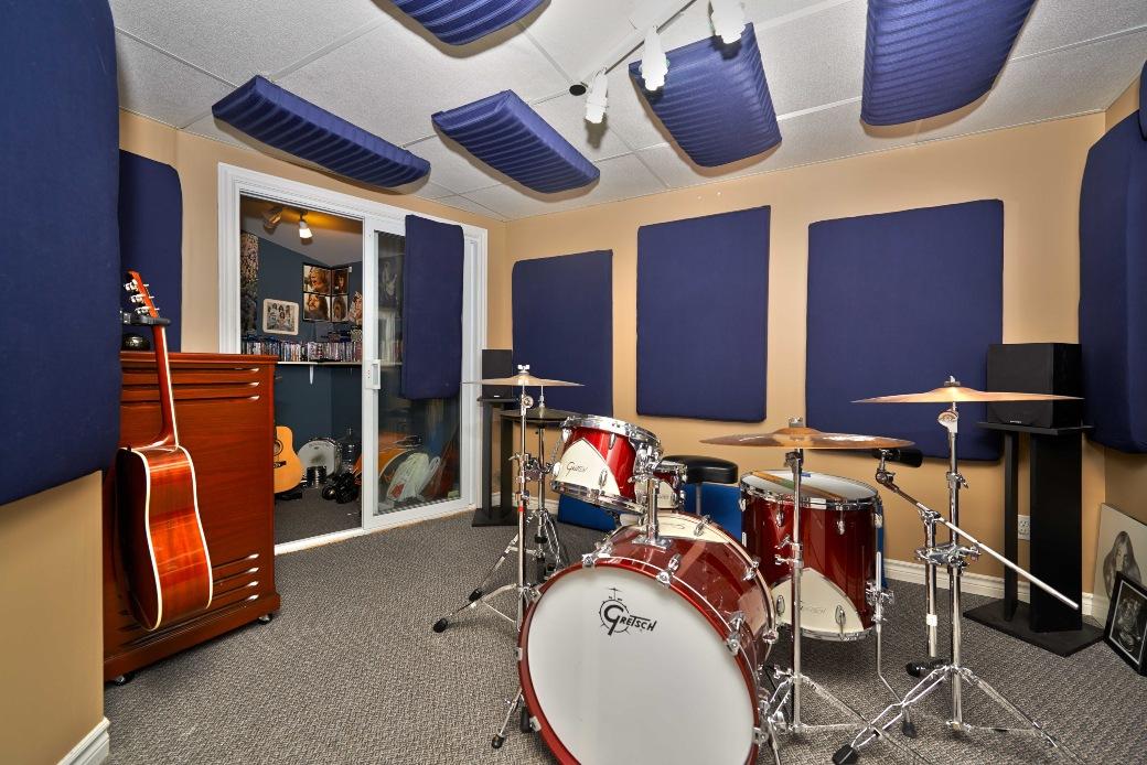 Lem kayu dan lem hpl Crona - karpet lantai studio musik
