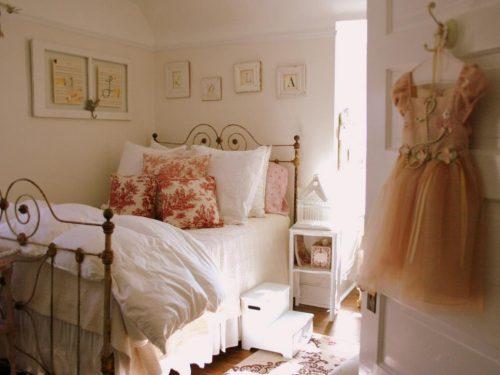 Lem kayu dan lem hpl Crona - hgtv.com shabby chic bedroom 1400946526876 e1605975647180
