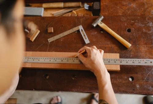 Lem kayu dan lem hpl Crona - Penggaris e1609429888824